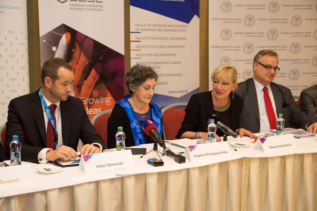 Dr. Karl Ambrosch vpravo veduci projektu ERAdiate pre IDS na Zilinskej univerzite a prof. Tatiana Kovacikova - clenka ERAdiate