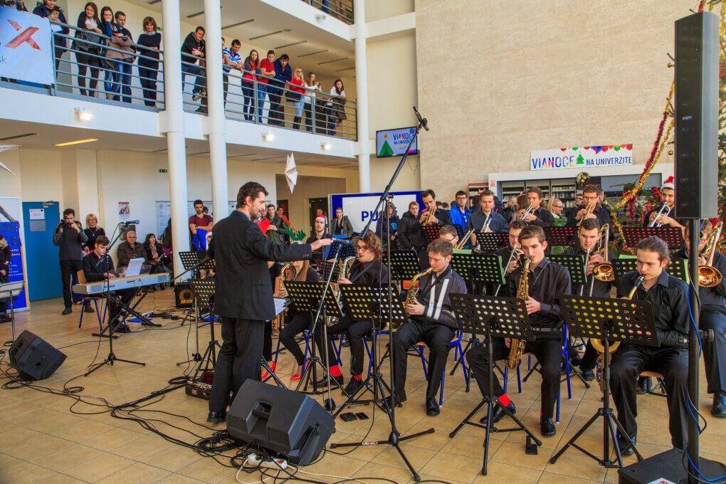 Big Band Zilinskeho konzervatoria na Vianociach na Zilinskej univerzite_1