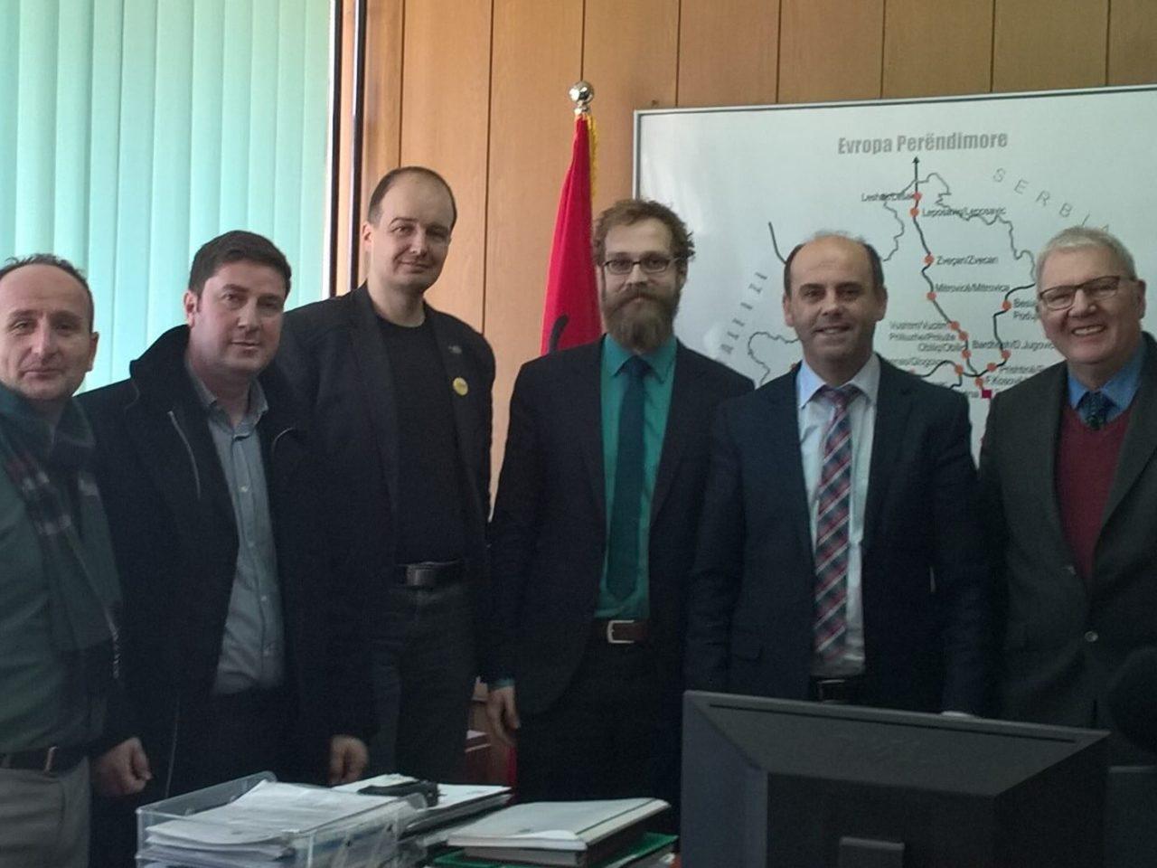 Účastníci workshopu v kancelárii riaditeľa spoločnosti Infrakos